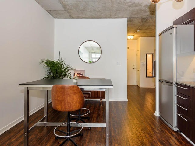 picture of a condo dining room